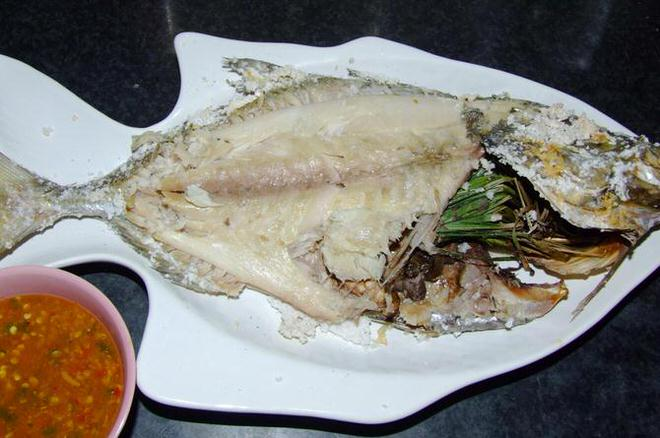 ปลาอบเกลือ น้ำจิ้มซีฟู๊ดเต้าเจี้ยว