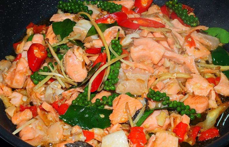ผัดฉ่าปลาแซลมอน